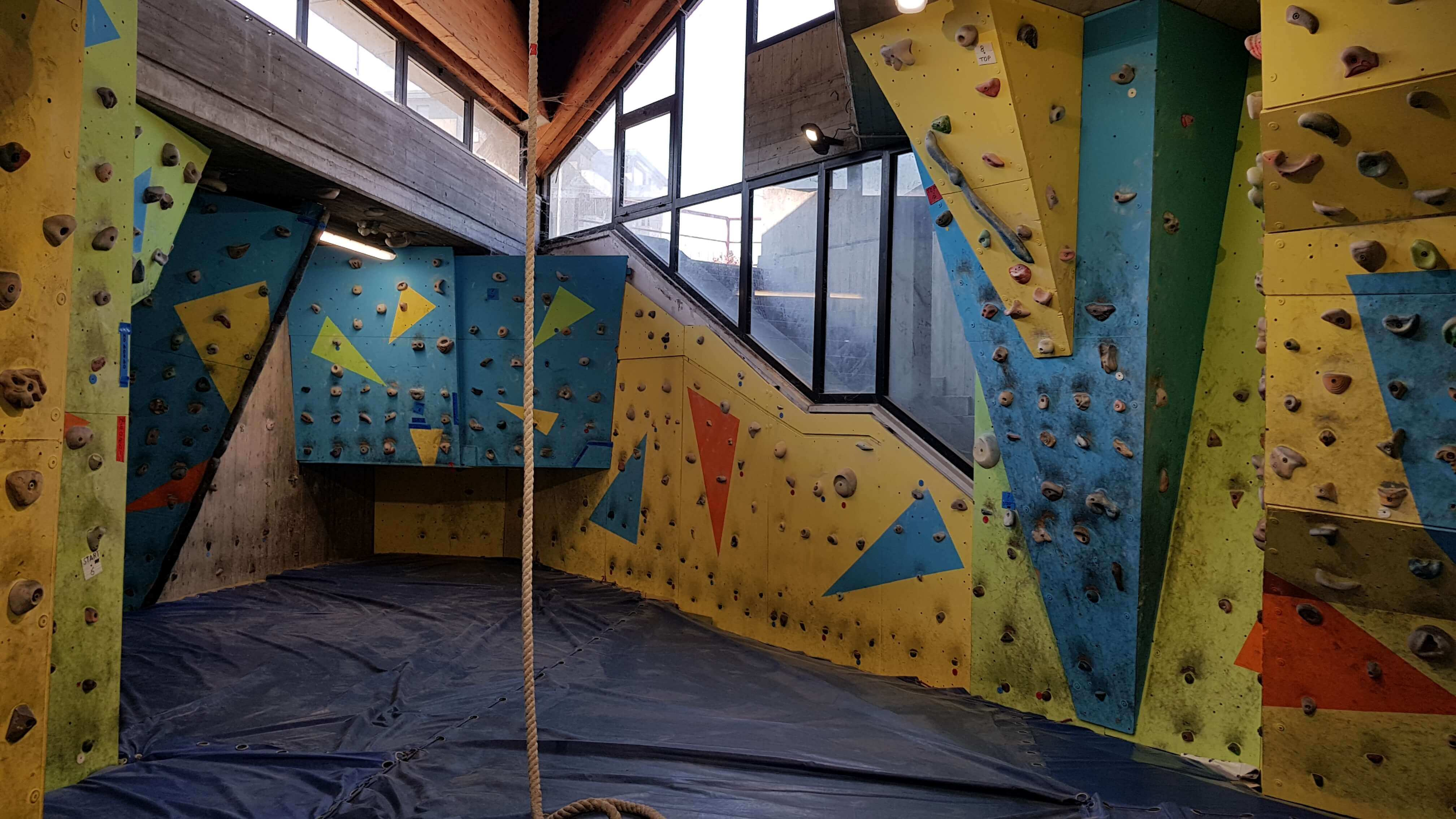 Palasport-di-la-spezia-g-mariotti-palestra-arrampicata-indoor-2
