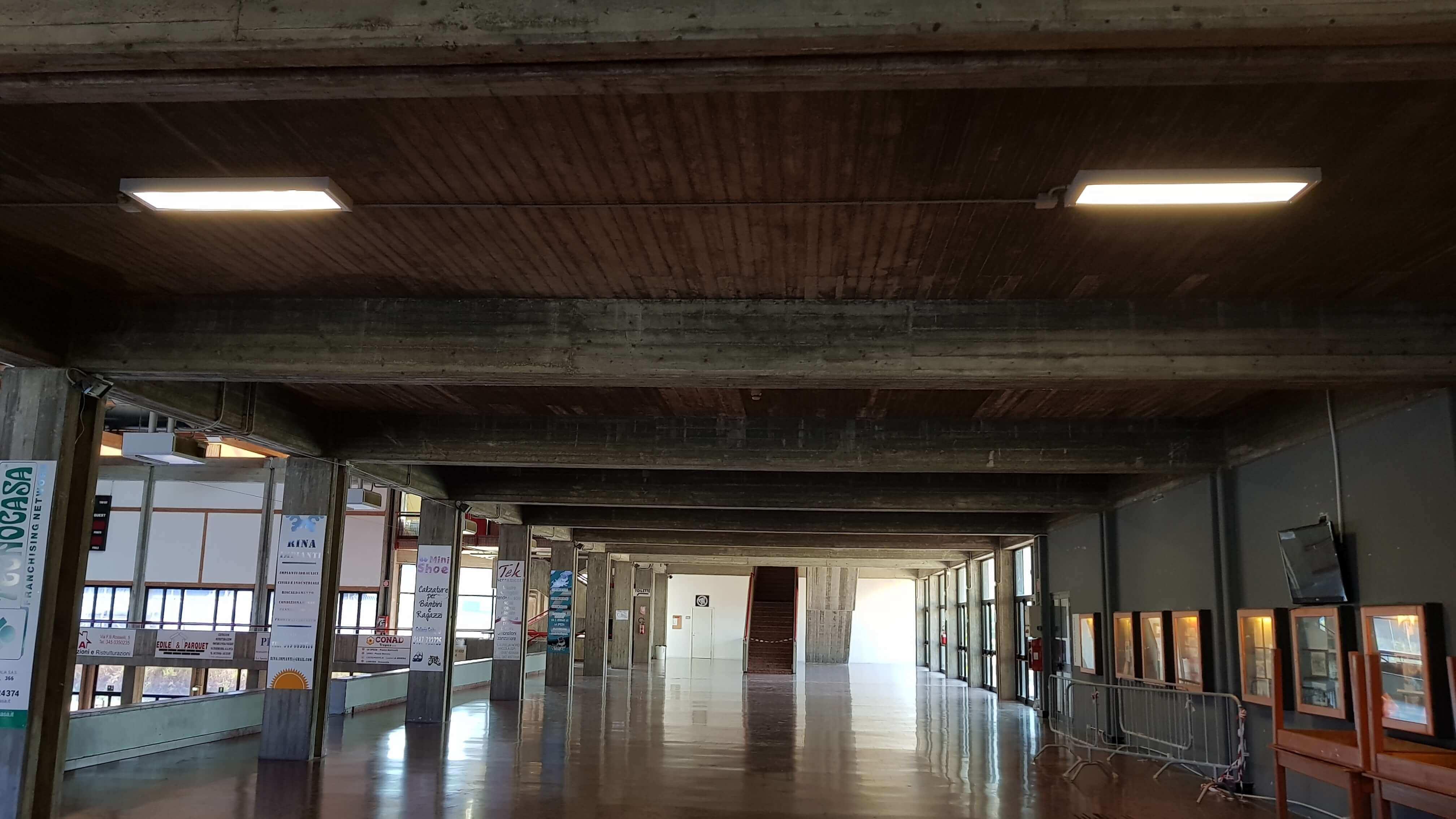 Palasport-di-la-spezia-g-mariotti-tribune-e-spogliatoi-3